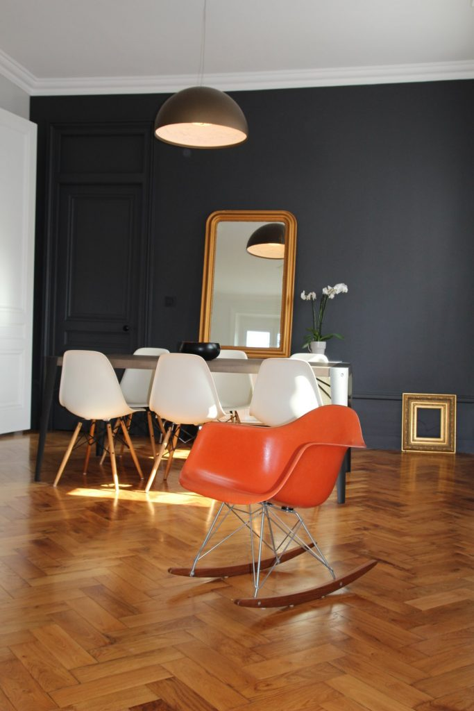 10 Appartement Haussemanien Marlene Reynard Sejour Chaises Eames