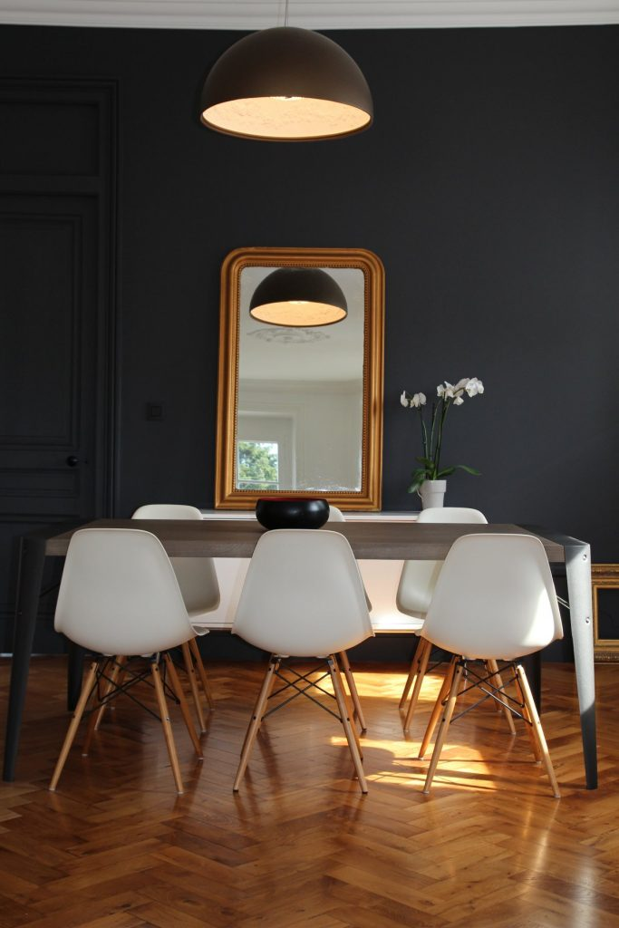 12 Appartement Haussemanien Marlene Reynard Sejour Chaises Eames Salle A Manger 1