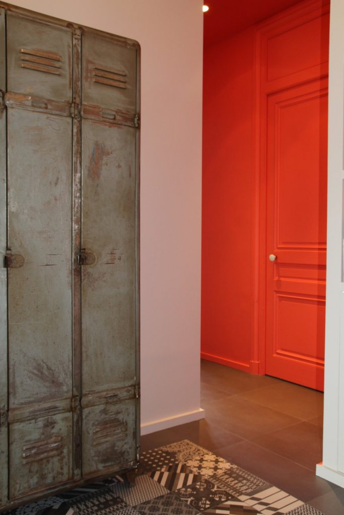 14 Appartement Haussemanien Marlene Reynard Sejour Chaises Eames Vestiaire Industriel