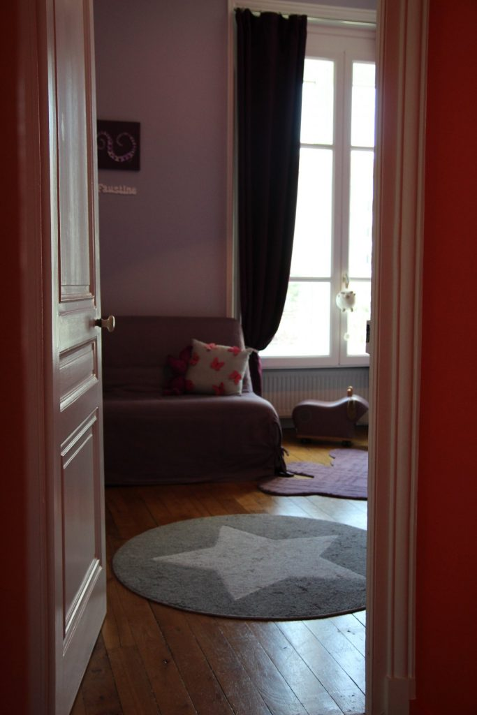 21 Appartement Haussemanien Marlene Reynard Sejour Chaises Eames Chambre Enfant