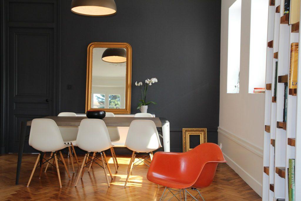 4 Appartement Haussemanien Marlene Reynard Sejour Chaises Eames Parquet Miroir