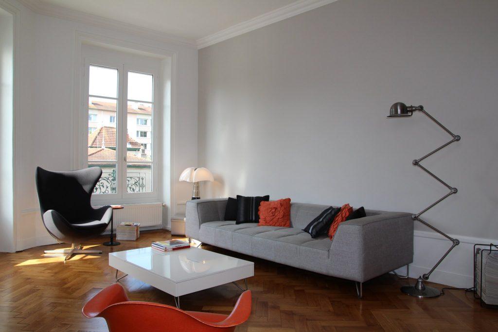 7 Appartement Haussemanien Marlene Reynard Sejour Chaises Eames Pipistrello Eggs 1