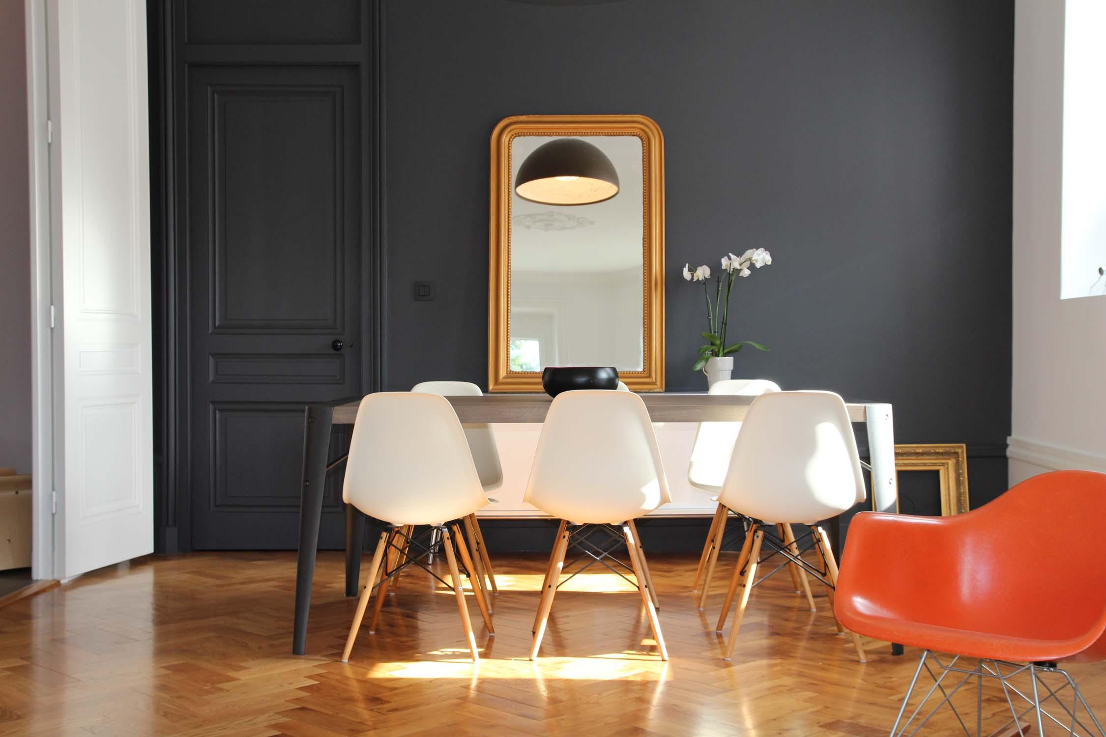 Appartement Haussemanien Marlene Reynard Eames Flos Parquet Chene