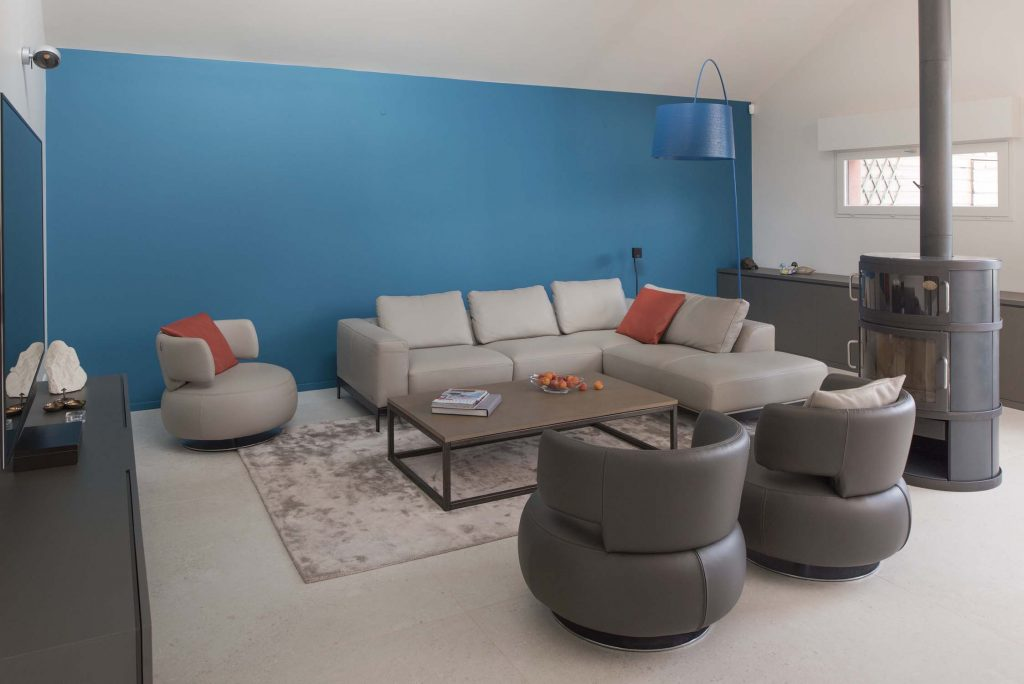 Marlene Reynard Solaize 22 Salon Meubles Roche Bobois Twiggy Foscarini Mur Bleu Sarah Ressources