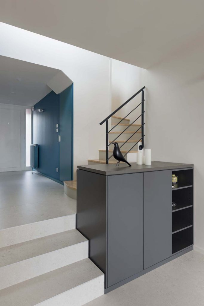 Marlene Reynard Solaize 36 Couloir Halle Entree Bleu Sarah Ressources Meuble Desserte Escalier