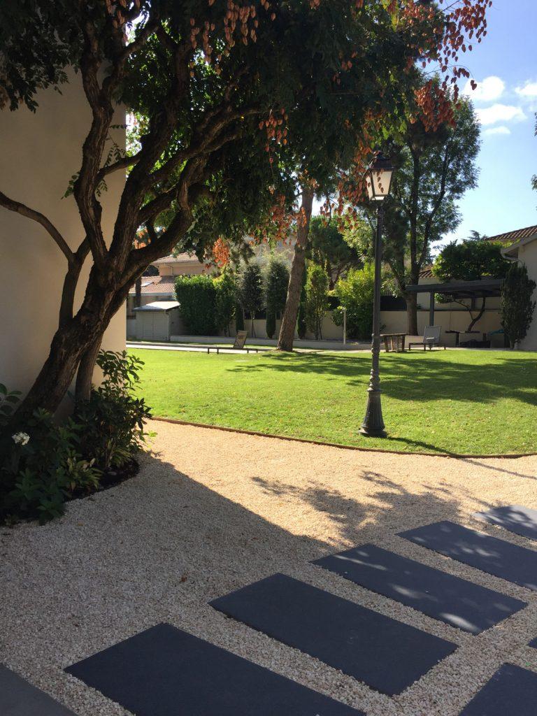 10 Maison Gingko Ecully Marlene Reynard Exterieurs Garage Pool House Piscine Paves Annexe Maison Maitre 10