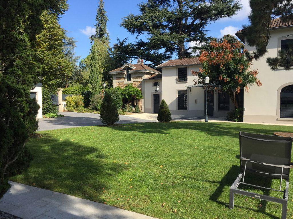 13 Maison Gingko Ecully Marlene Reynard Exterieurs Garage Pool House Piscine Paves Annexe Maison Maitre 13