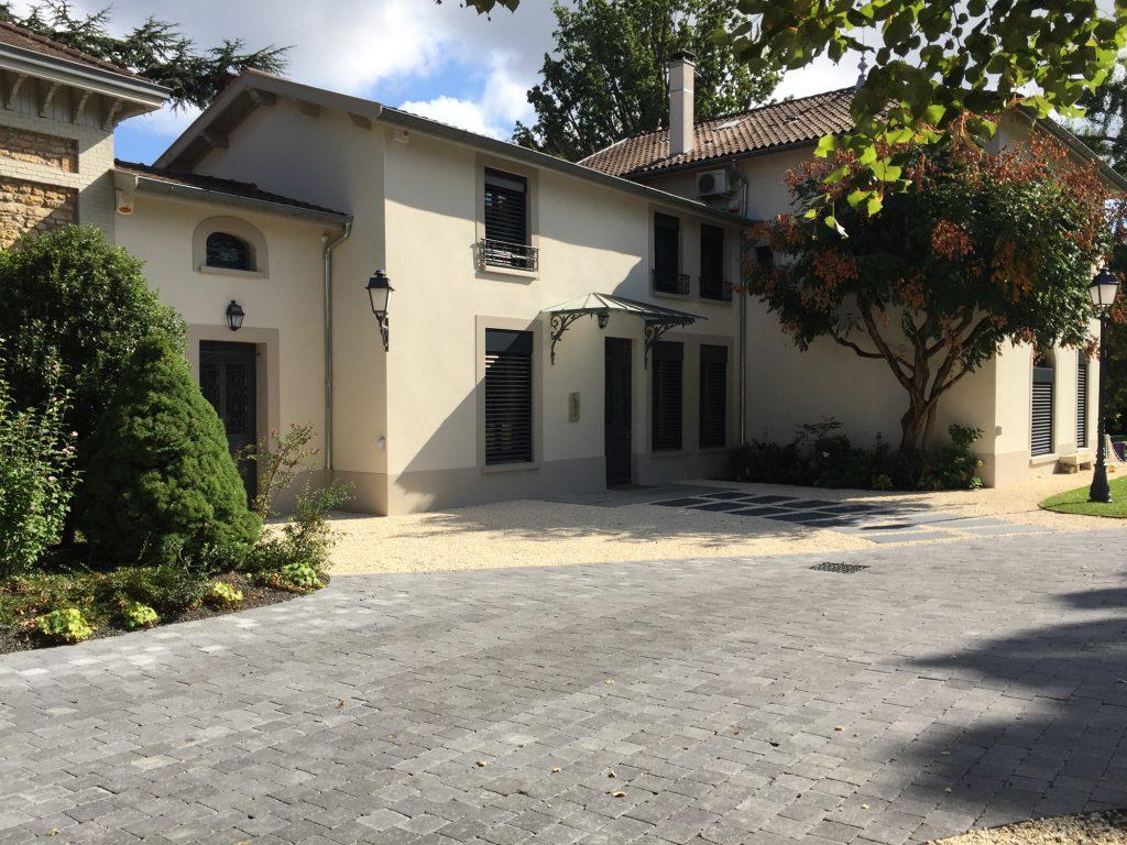 18 Maison Gingko Ecully Marlene Reynard Exterieurs Garage Pool House Piscine Paves Annexe Maison Maitre 18