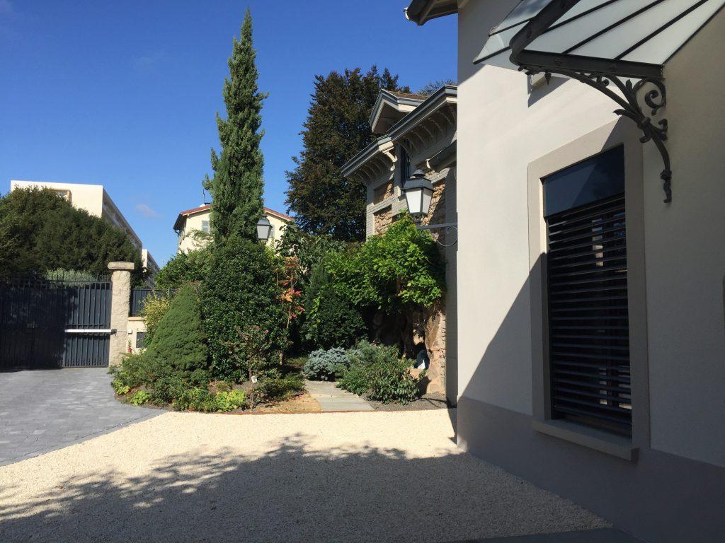 3 Maison Gingko Ecully Marlene Reynard Exterieurs Garage Pool House Piscine Paves Annexe Maison Maitre 3