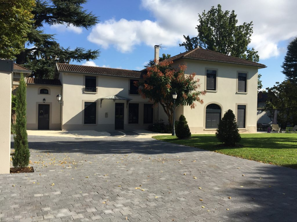 6 Maison Gingko Ecully Marlene Reynard Exterieurs Garage Pool House Piscine Paves Annexe Maison Maitre 6