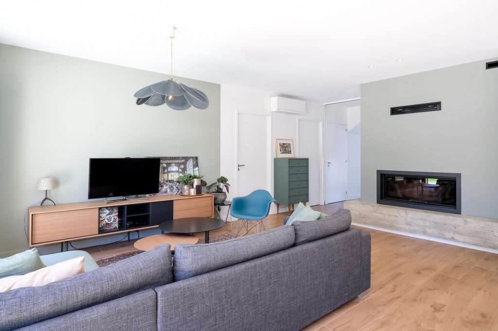 maison sainte foy les lyon. agence Marlène Reynard. renovation. extension.cuisine.séjour.cheminée 3