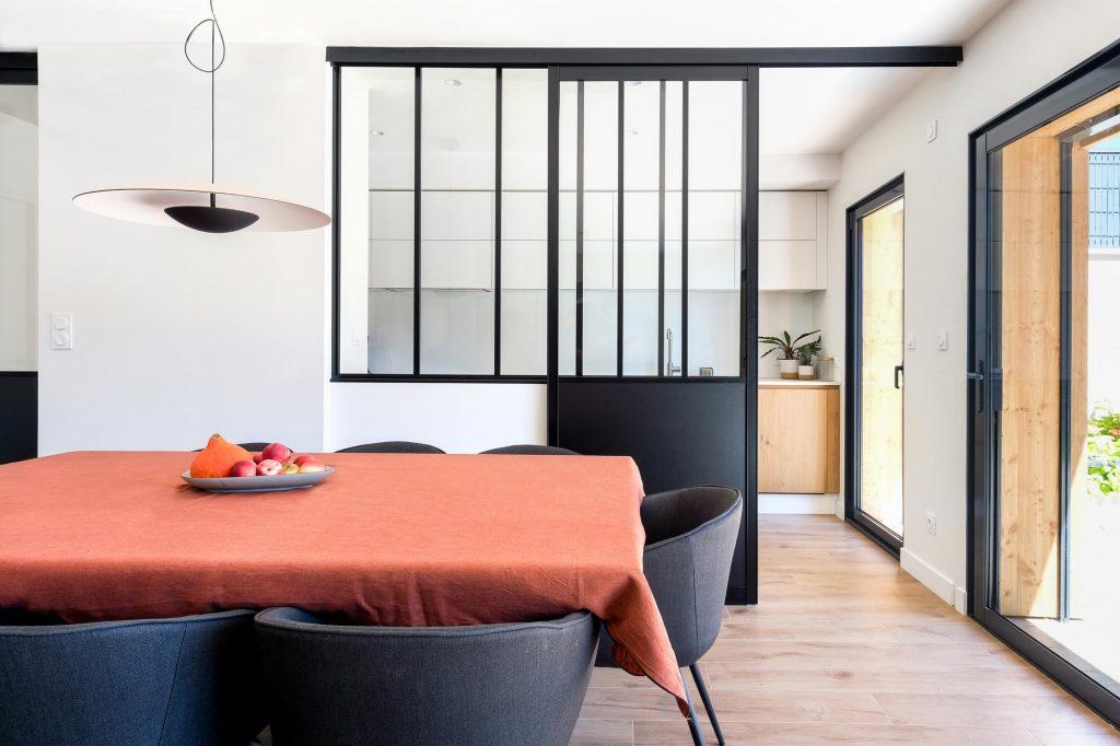 maison sainte foy les lyon. agence Marlène Reynard. renovation. extension.cuisine.séjour.cheminée verrière .