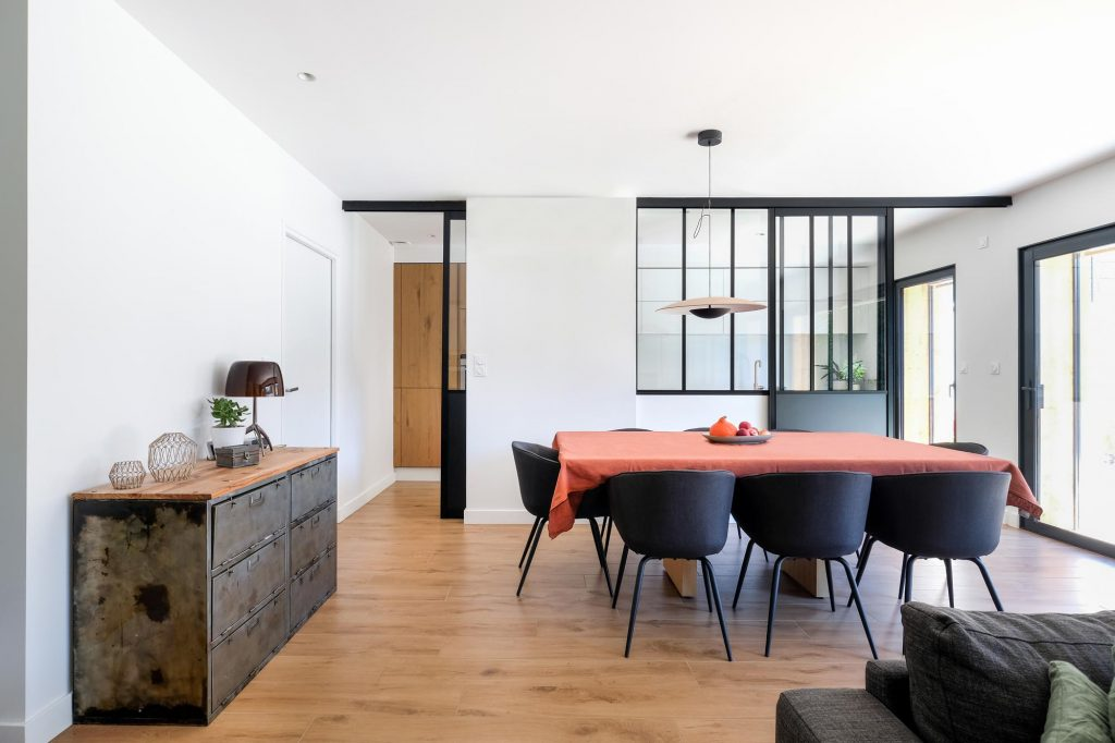 maison sainte foy les lyon. agence Marlène Reynard. renovation. extension.cuisine.séjour.cheminée verrière 2