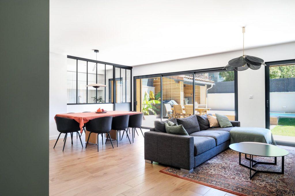 maison sainte foy les lyon. agence Marlène Reynard. renovation. extension.cuisine.séjour.cheminée verrière 3