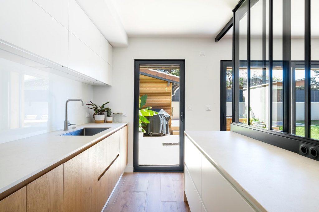 maison sainte foy les lyon. agence Marlène Reynard. renovation. extension.cuisine.séjour.cheminée verrière 6