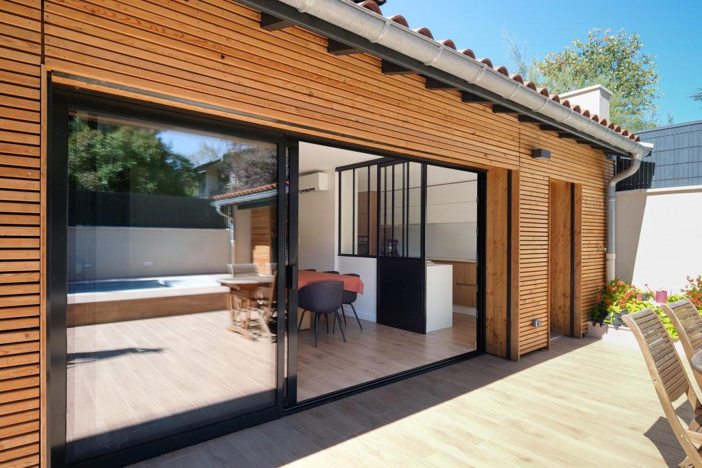 maison sainte foy les lyon. agence Marlène Reynard. renovation. extension.cuisine.séjour.cheminée verrière extension